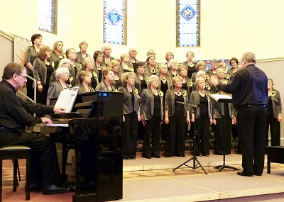 Choir in full voice in Midsomer North Meth Church - P1000299